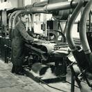 Bürstenmann GmbH: Historie: Trockengleichricht- und Durchreibemaschine mit Aufstoßanlage